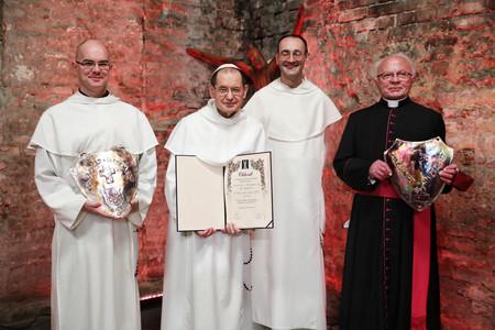 Pálos szerzetesek mellett egy erdélyi plébános kapta idén a Hit pajzsa díjat