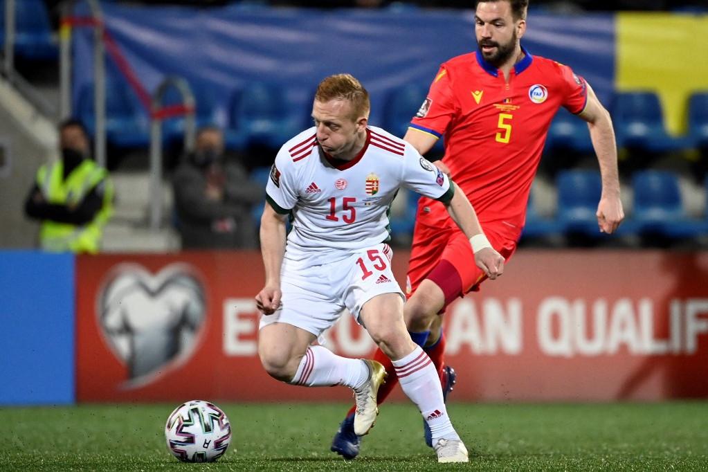 Kleinheisler László az andorrai csapat védőjével, Emili Garciával küzd a labdáért