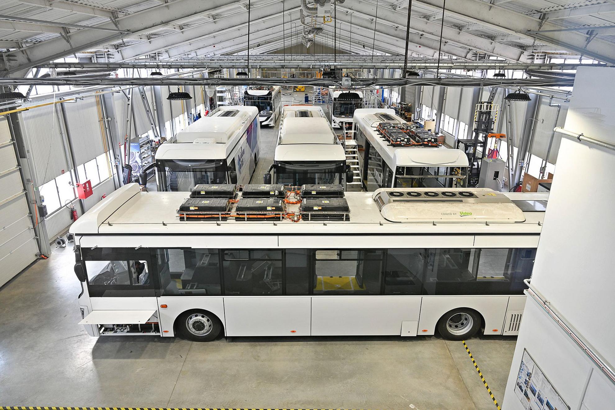Készülnek a Medical e-Busok az Ikarus székesfehérvári gyártócsarnokában