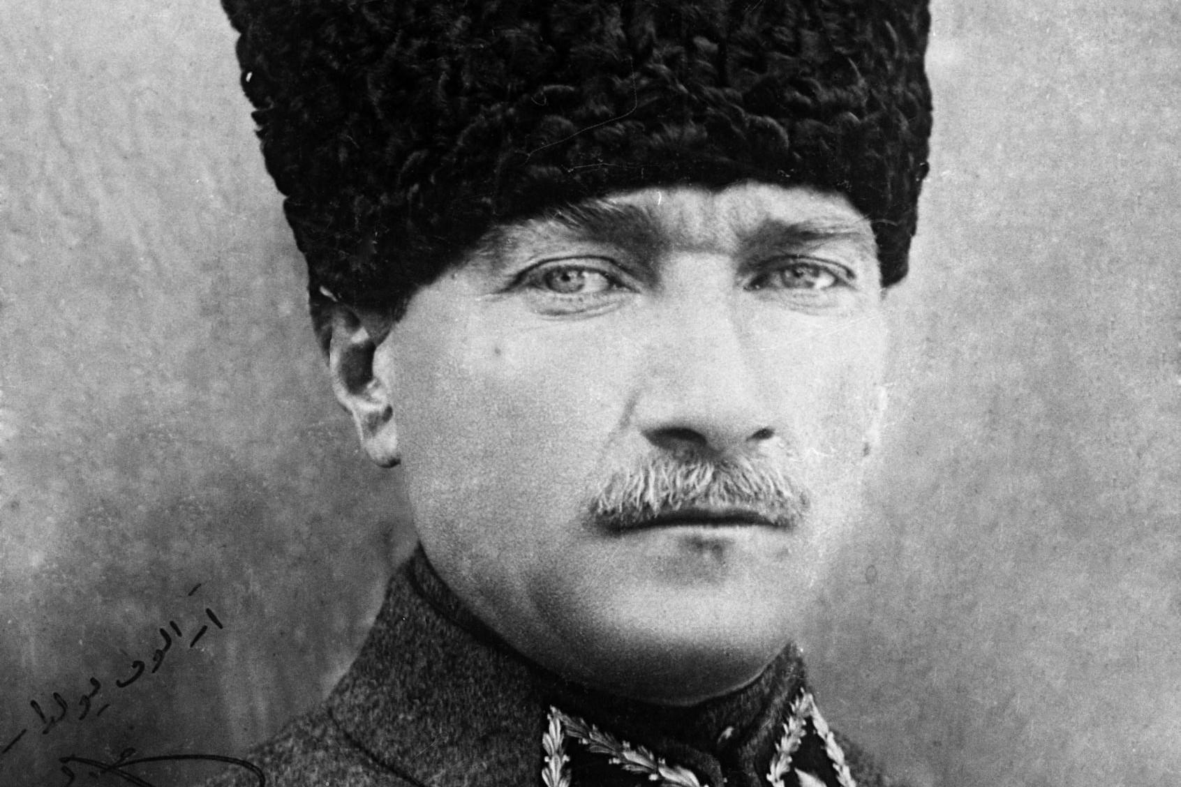 A hős Mustafa Kemal Atatürk (1881–1938)