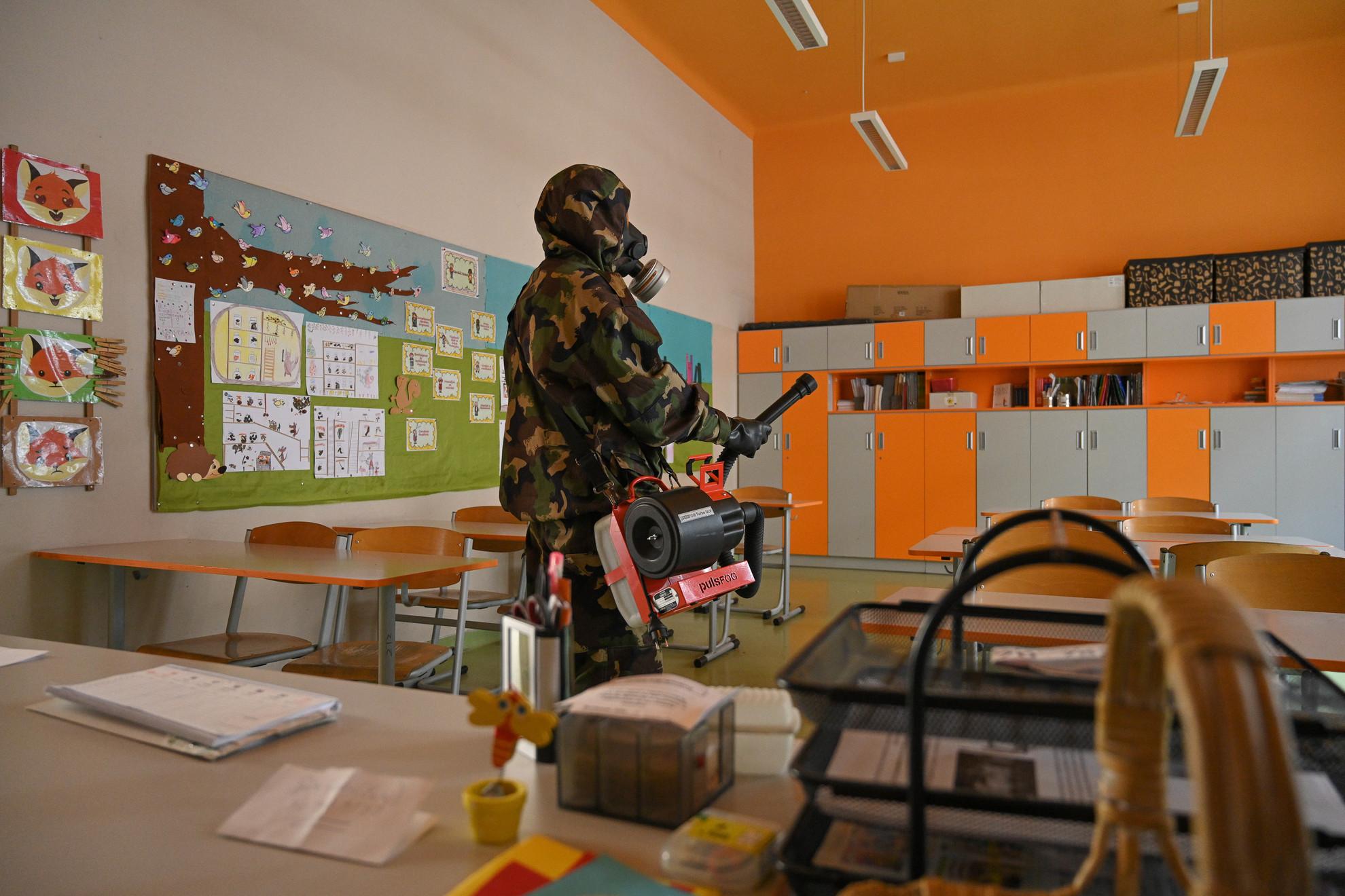 A honvédség végezte az iskolák fertőtlenítését