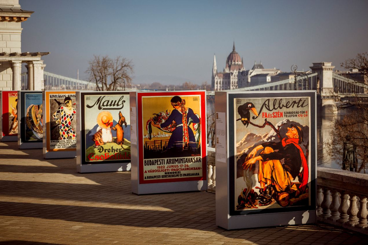 A plakát az utca művészete, annak őszinteségével és művészeti igényességével mesél saját korának viszonyairól