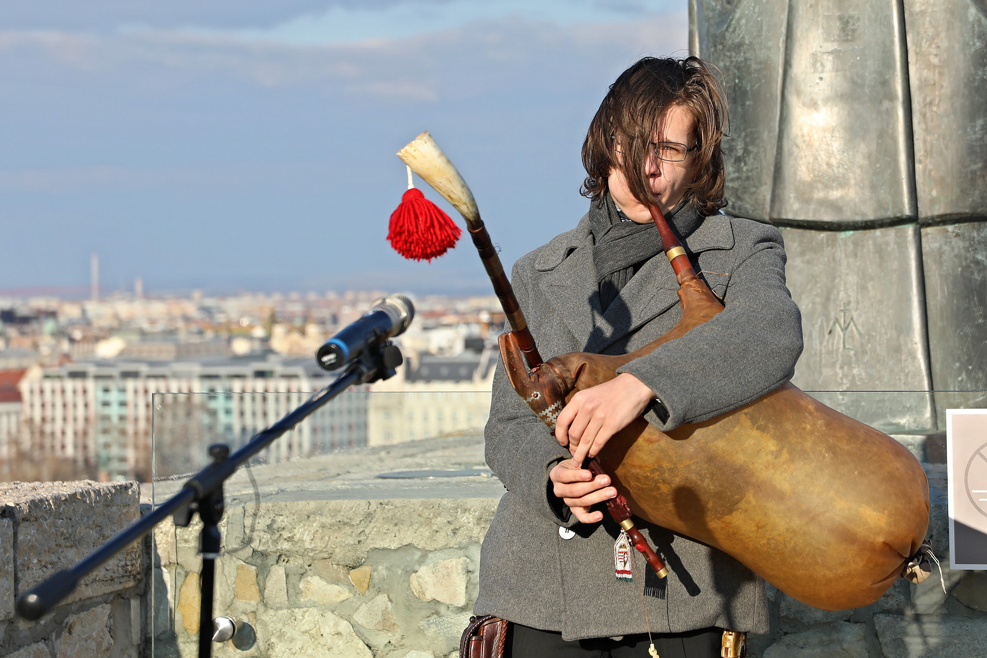 Az imádság előtt dudaszóval, régi magyar népi hangszerrel nyitottákmeg az alkalmat (A képre kattintva lapozhatók a galéria fotói)