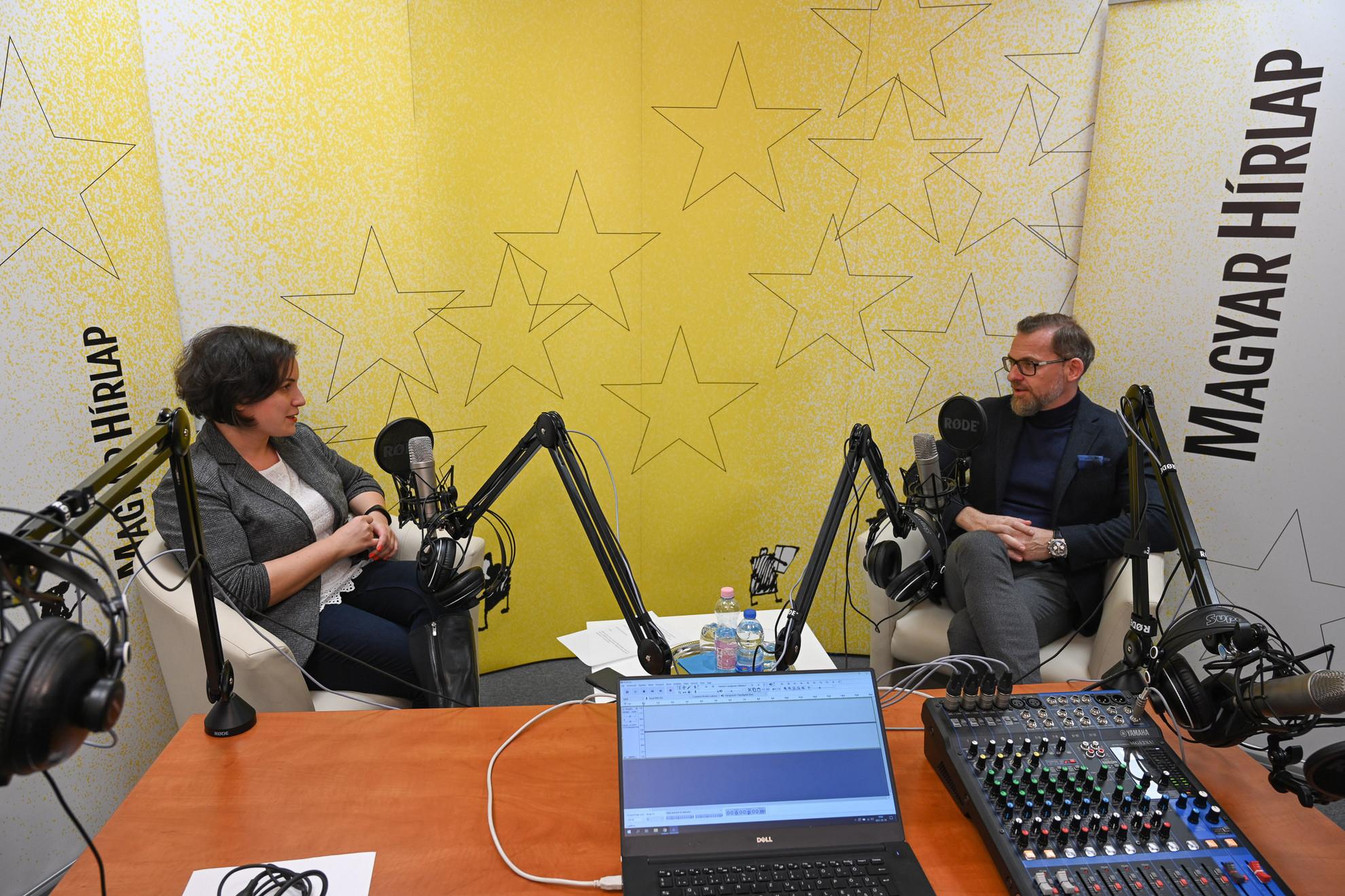 Lapunk főmunkatársa, Őry Mariann és Kötter Tamás író a Faktum műsorának felvételén