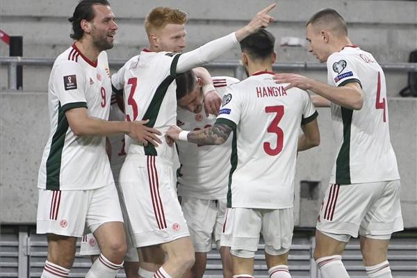 Sallai Roland, a gólszerző (k) a labdarúgó-világbajnokság európai selejtezőjében játszott Magyarország-Lengyelország mérkőzésen a Puskás Arénában