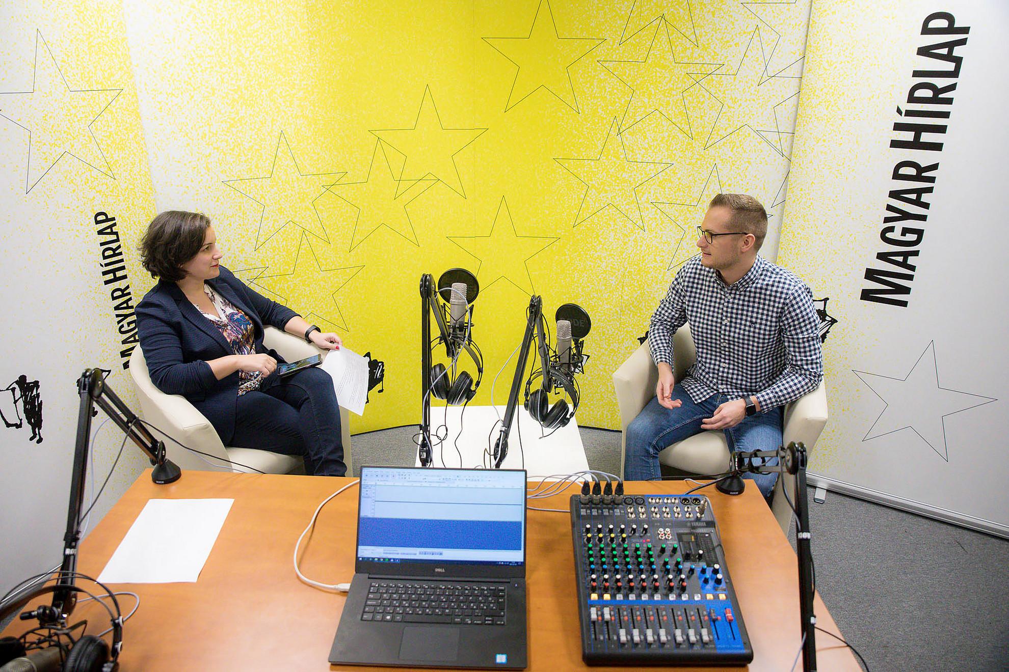 Lapunk főmunkatársa, Őry Mariann és Deák Dániel, a XXI. Század Intézet vezető elemzője a Faktum podcast-adásának felvételén