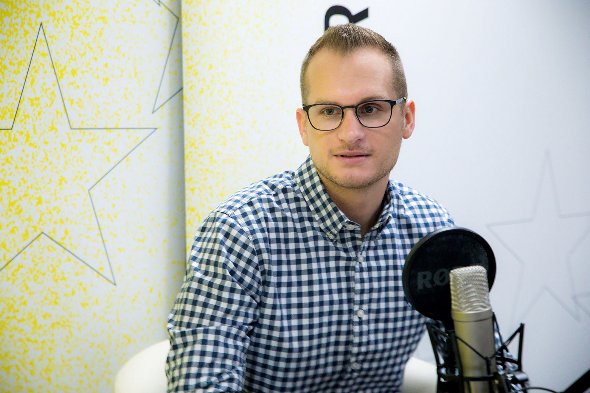 Deák Dániel, a XXI. Század Intézet vezető elemzője a Faktum podcast-adásának felvételén