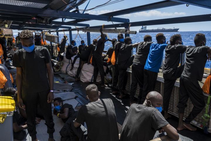 Illegális migrációt segítő szervezet tagjai ellen vizsgálódik az olasz ügyészség