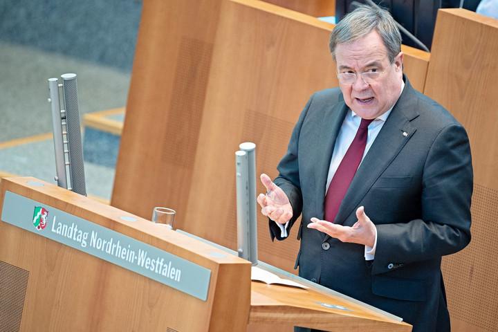 Fogyatkozik a CDU/CSU, sokasodnak a botrányok