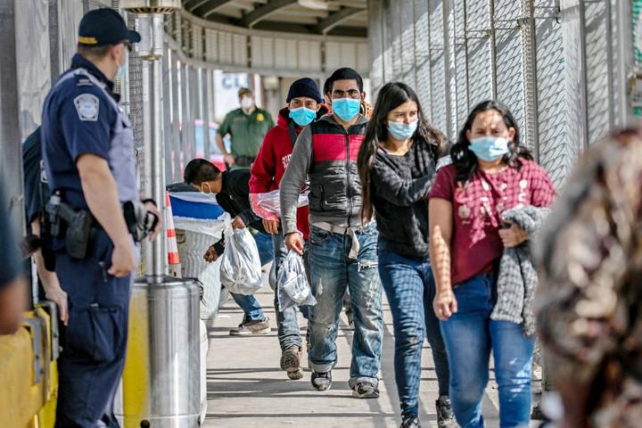 Lezárt határ nyitott kapukkal — Biden első 100 napja és a migráció