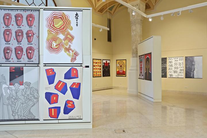 Poszterra: négy visegrádi ország plakátművészete a Vigadóban