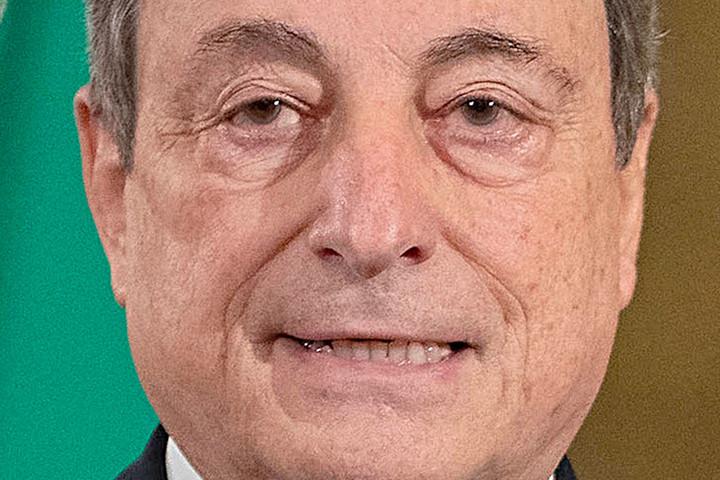 Draghi az idősek oltásától tette függővé Olaszország újranyitását