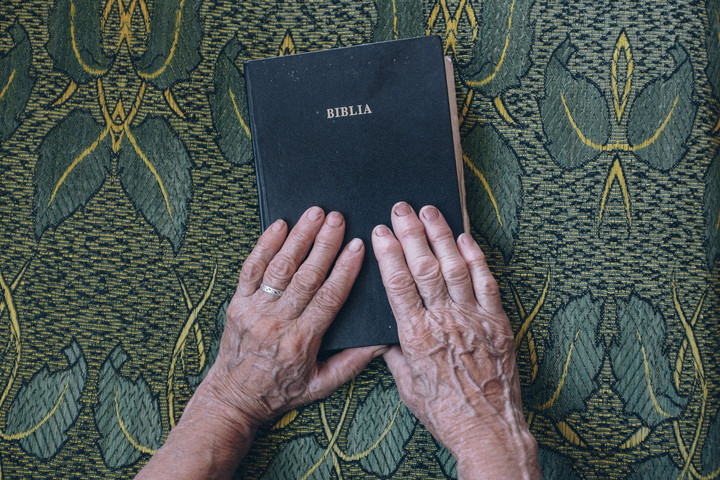 Már 704 nyelvre lefordították a Bibliát