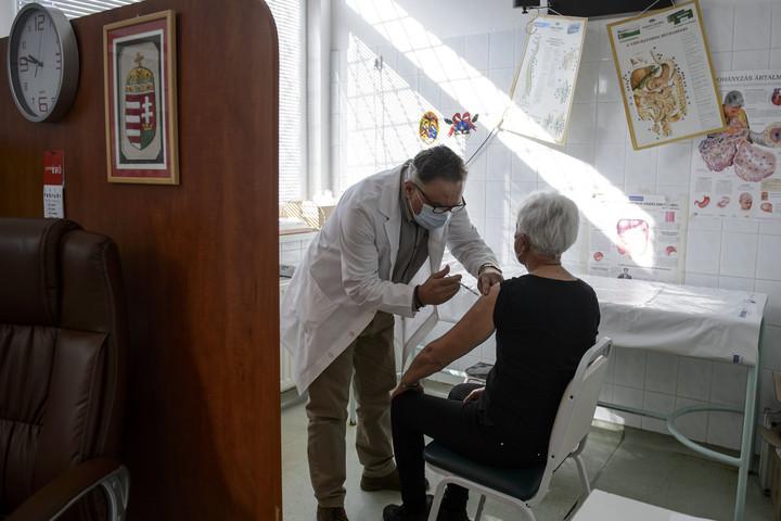 Elsősorban időseket oltanak a háziorvosok ezen a héten