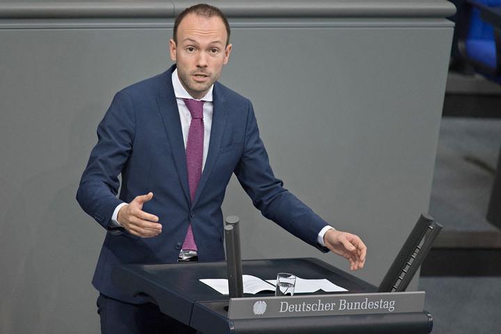 Gyanús maszkbeszerzés miatt áll a bál a CDU-ban