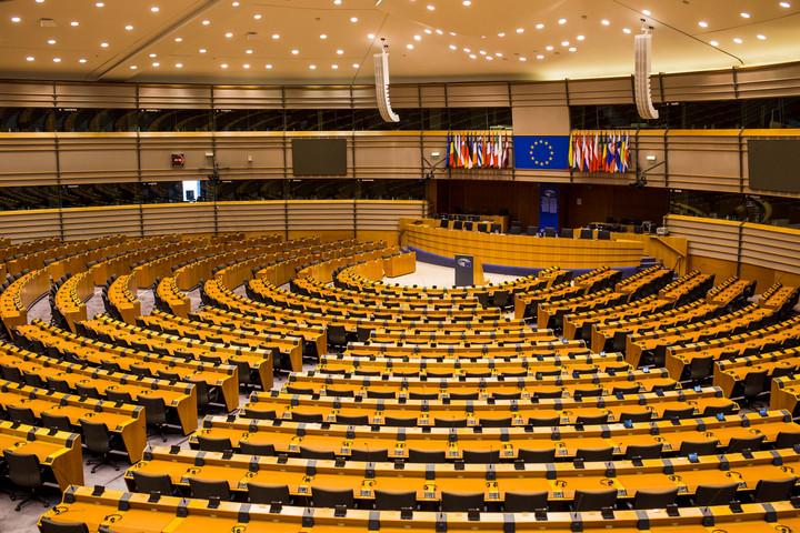 Nyíltan fenyeget az európai baloldal