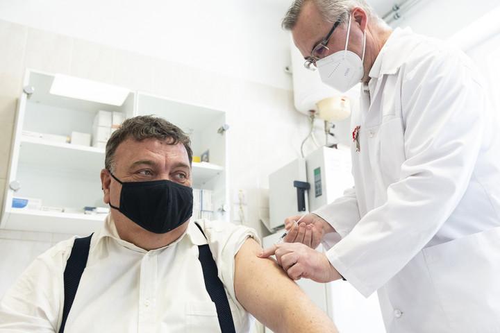 Karácsony csúsztat, nem oltópontból van kevés, hanem vakcinából