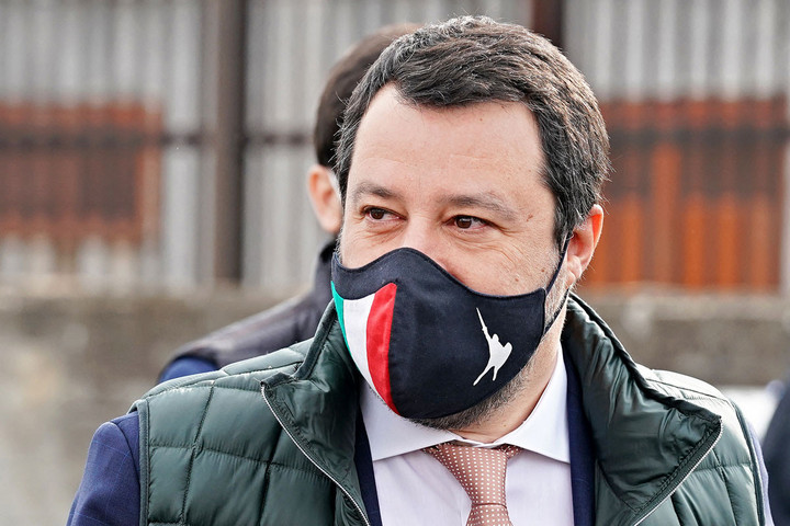 Újra bevezetné Salvini a szigorú határellenőrzést