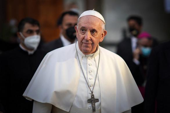 Ferenc pápa a terrortámadásban meggyilkolt keresztényekre emlékezett Bagdadban