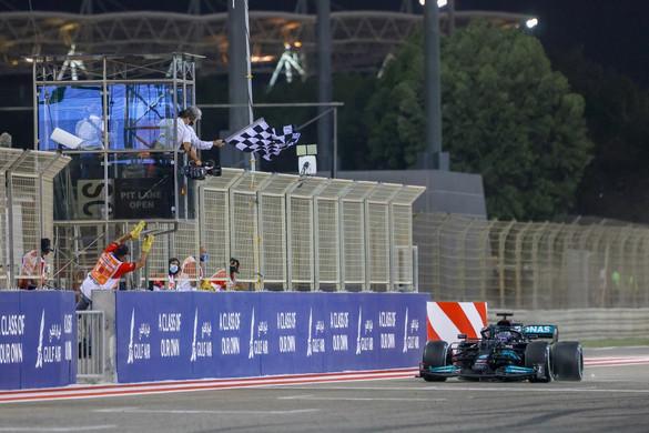 Lewis Hamilton nyerte az idénynyitó futamot