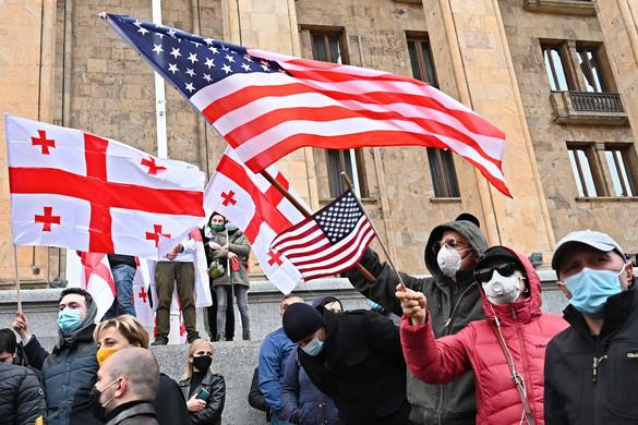 Nyugati háttérdekek Kelet-Európa tüntetésein