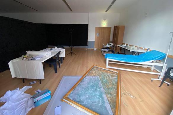 Kiraboltak egy budapesti oltópontot
