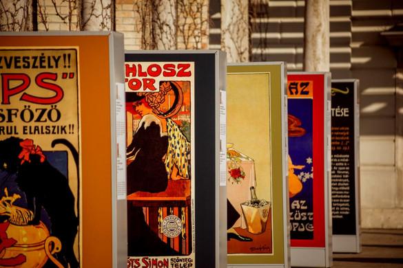 Különleges szabadtéri plakátgyűjtemény