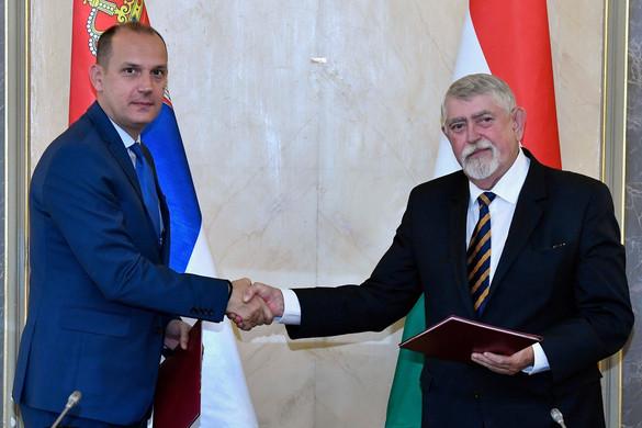 Járványügyi intézkedésekről egyeztetett az Emmi vezetője Belgrádban