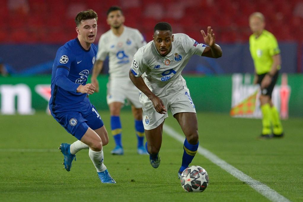 A Chelsea fiatal játékosa, Mason Mount üldözi Wilson Manafát