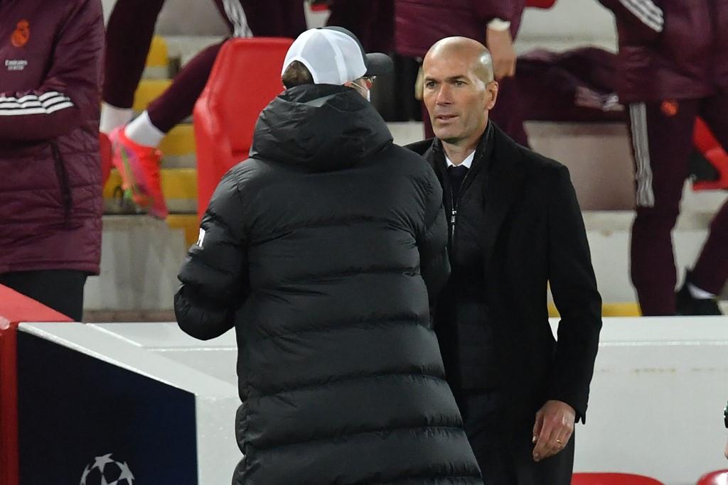 Zinedine Zidane (j) jött ki győztesen a topedzők csatájából, Kloppéknak már csak a bajnokságból jöhet össze a jövő évi BL-indulás