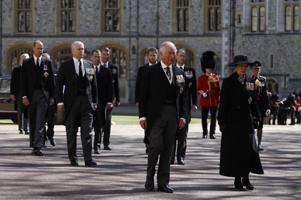 A királyi család tagjai a temetésen