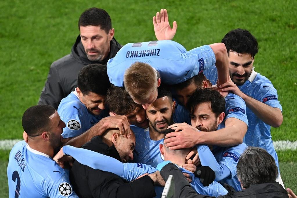 Kicsi a rakást játszanak a City játékosai örömükben, ott vannak a négy között a BL-ben