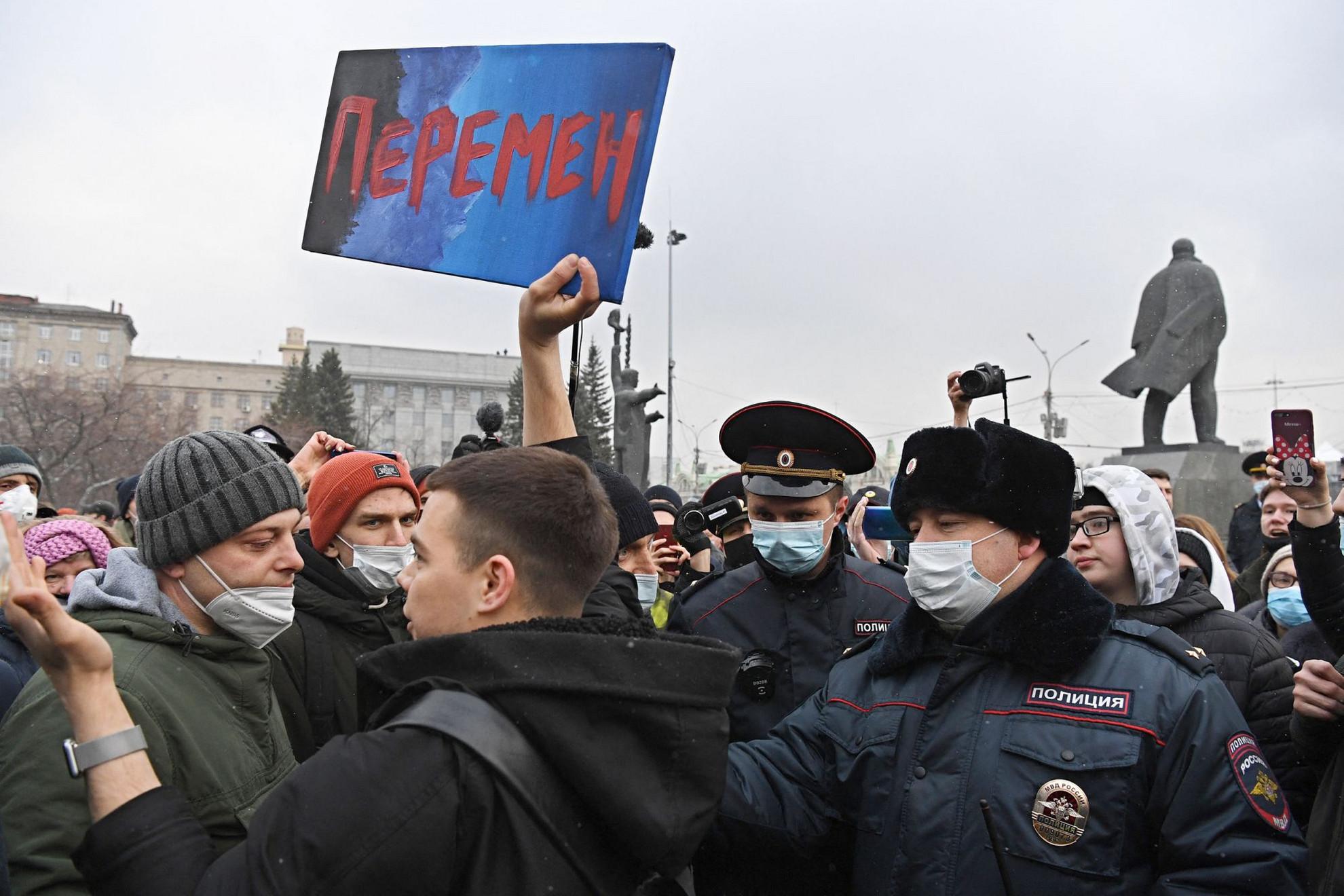 Utcára vonultak Navalnij támogatói