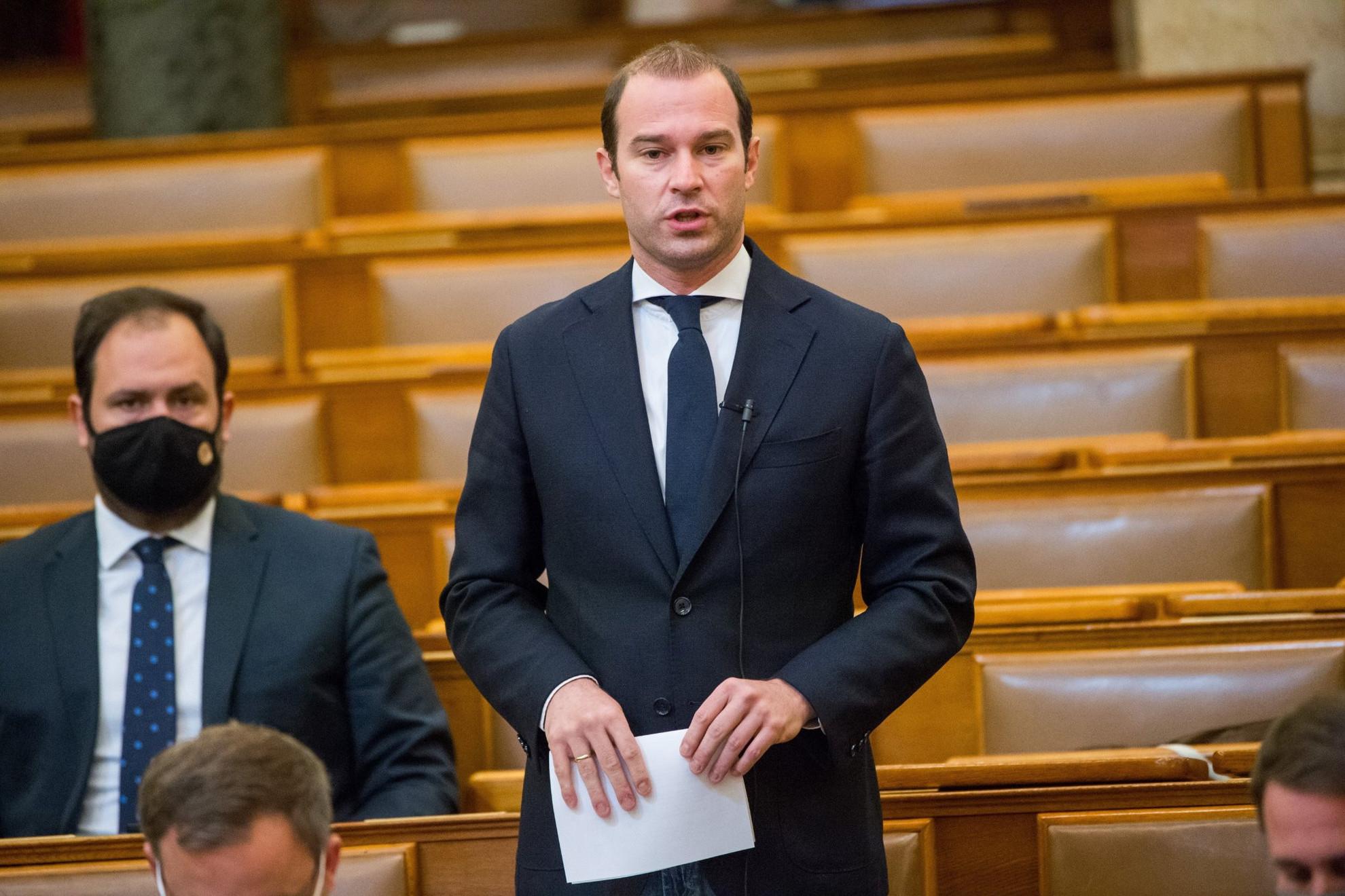 Hollik István, a KDNP képviselője napirend előtt felszólal az Országgyűlés plenáris ülésén 2021. április 27-én