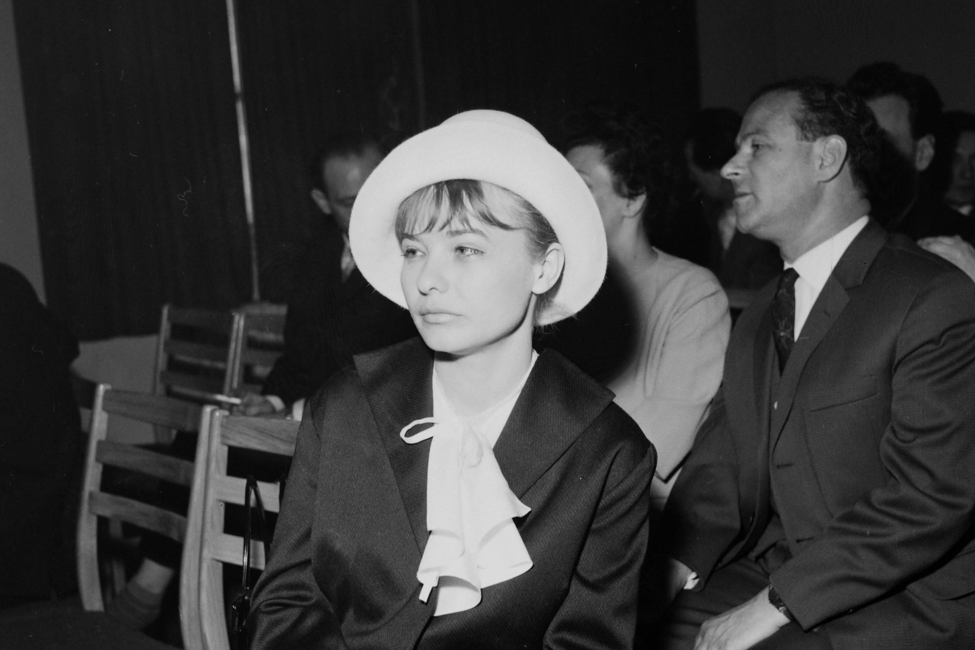 Tőröcsik Mari színművésznő a Művelődésügyi Minisztériumban, a művészeti díjak átadó ünnepségén 1964-ben
