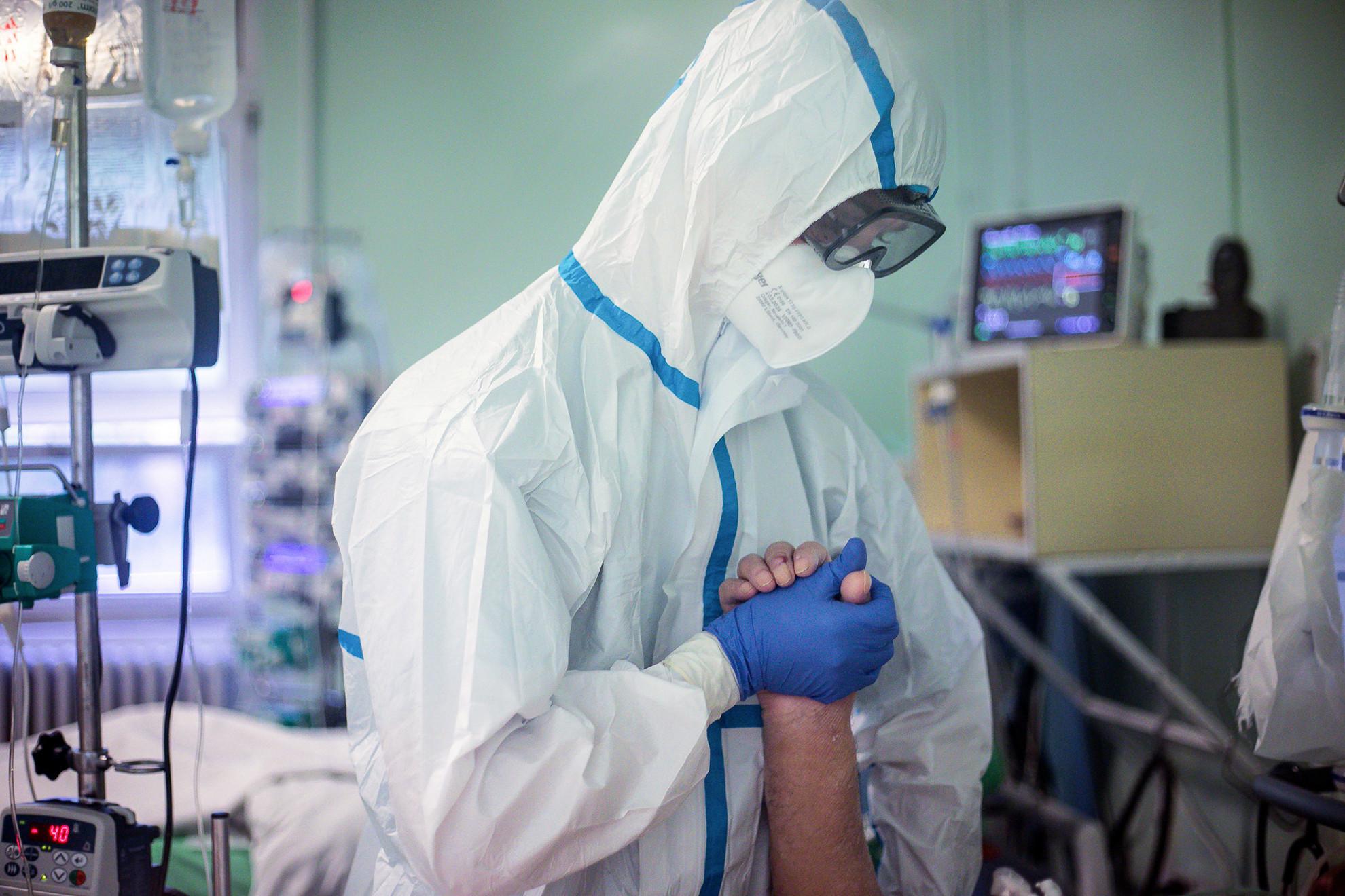 Koronavírussal fertőzött beteget látnak el a Dél-pesti Centrumkórház, Szent László Kórház infektológia intenzív osztályán. Budapest, 2020.05.20.