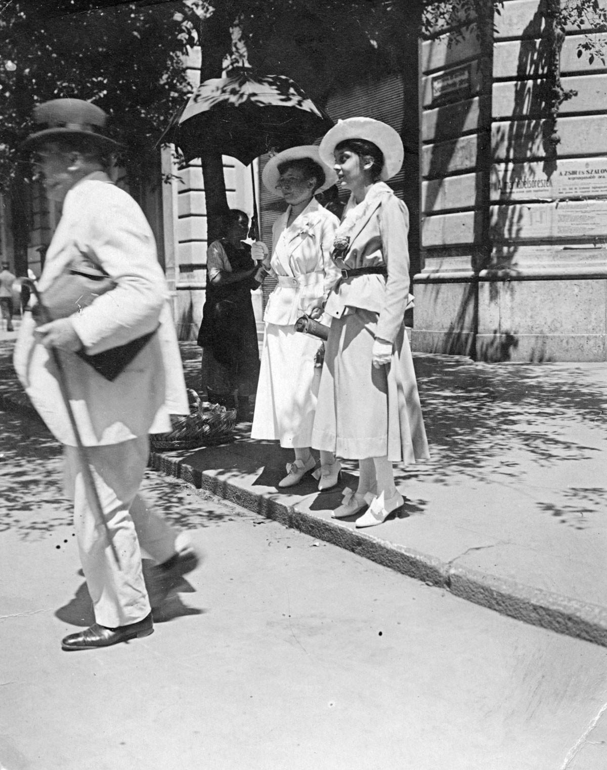 Budapest, 1921. A Semmelweis és a Kossuth Lajos utca sarkán