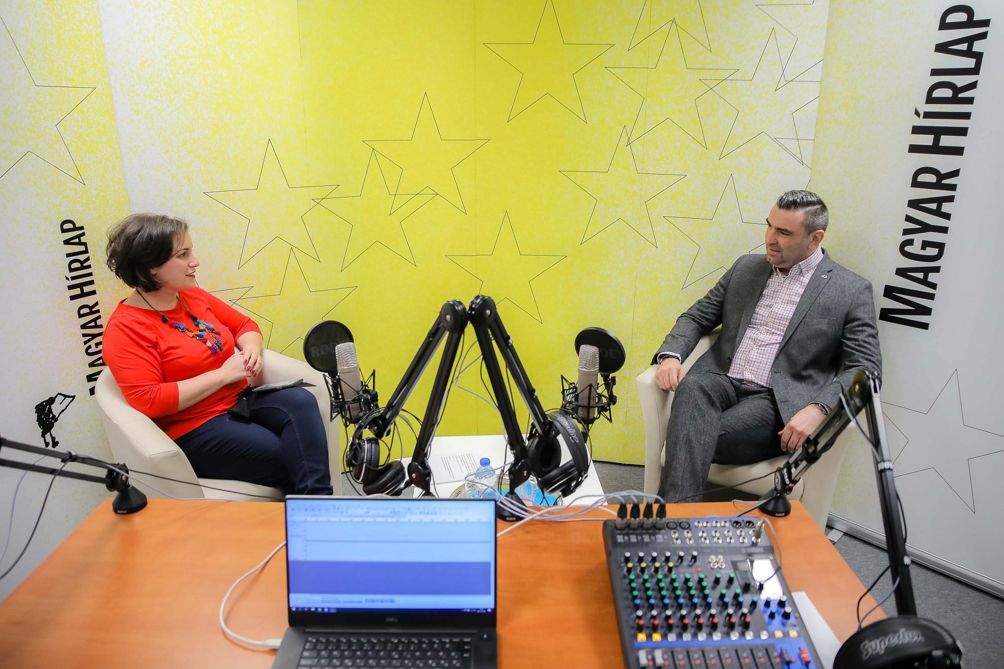 Lapunk főmunkatársa, Őry Mariann és ifj. Lomnici Zoltán, a Századvég jogi szakértője a Faktum műsorának felvételén