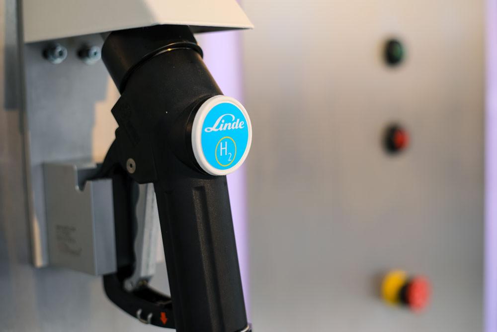 Átadták Magyarország első mobil hidrogén-töltőállomását