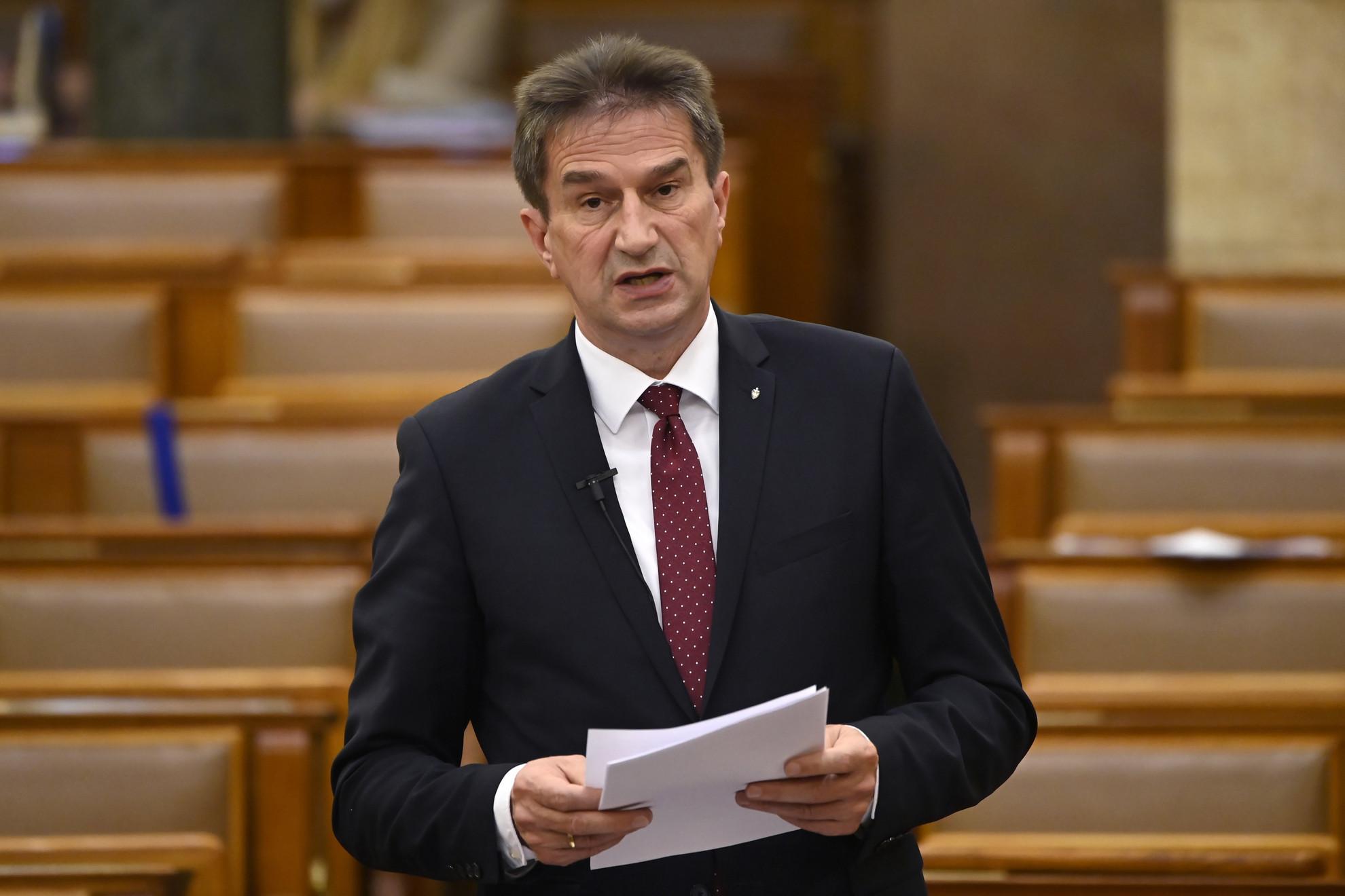Völner Pál, az Igazságügyi Minisztérium parlamenti államtitkára expozét tart a koronavírus-világjárvány elleni védekezésről szóló 2021. évi I. törvény módosításáról szóló javaslat általános vitájában az Országgyűlés plenáris ülésén 2021. április 29-én