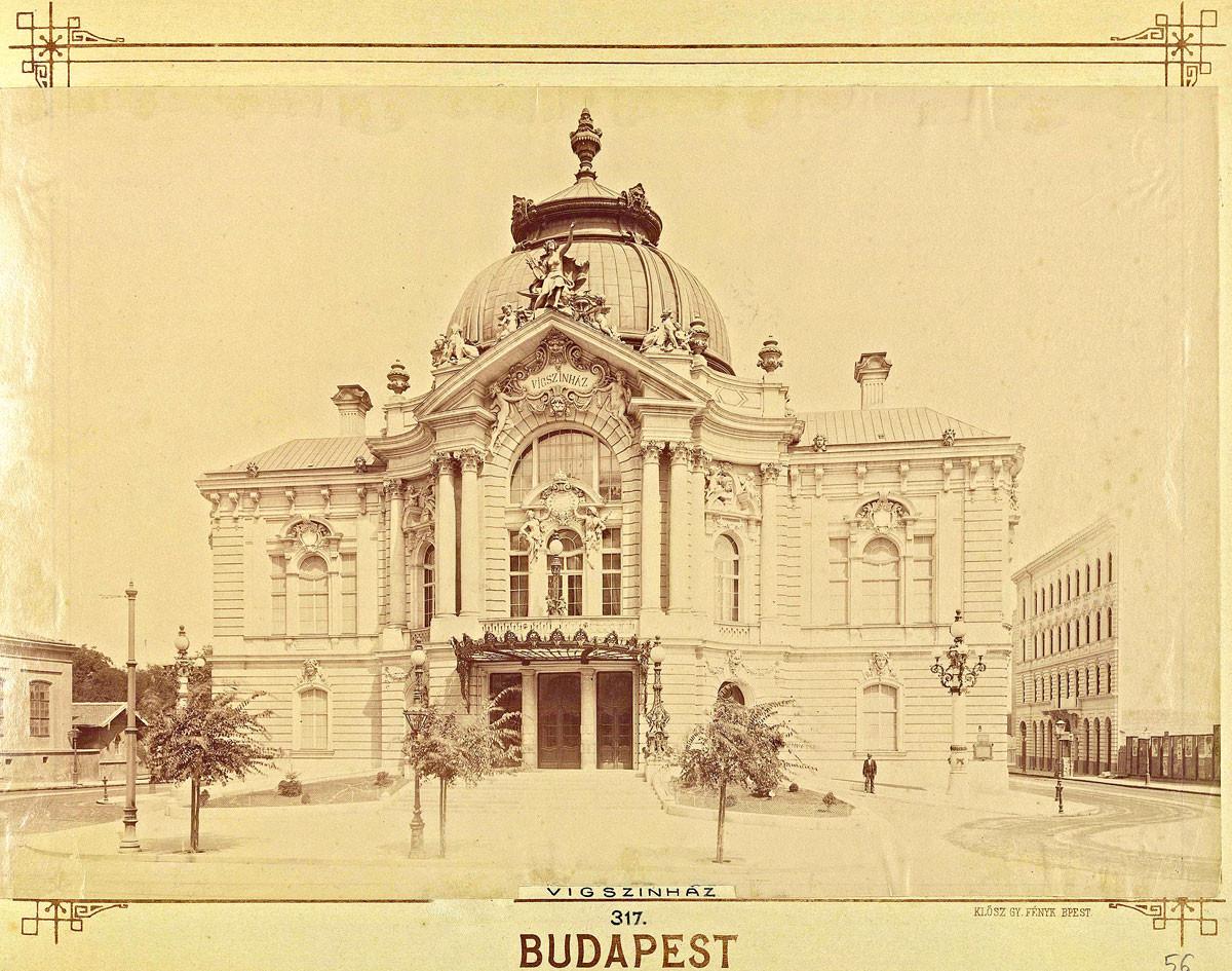 Az ország legnagyobb kőszínháza Fellner és Helmer tervei alapján neobarokk stílusban épült