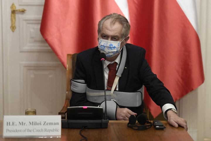 Milos Zeman gyógykezelésnek vetette alá magát