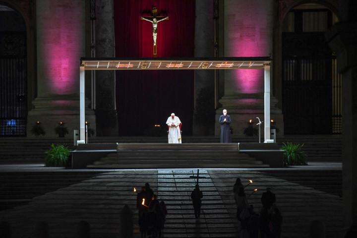 Gyerekek és fiatalok vitték a keresztet nagypéntek este