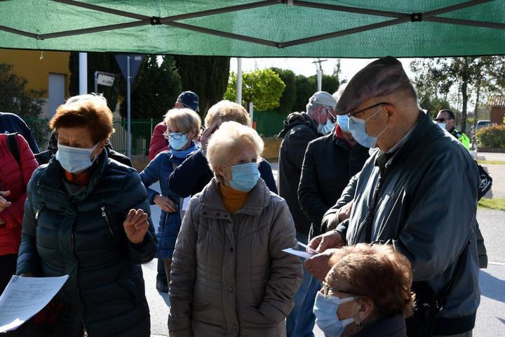 Vakcinahiány miatt több olasz tartományban is akadozik az oltás