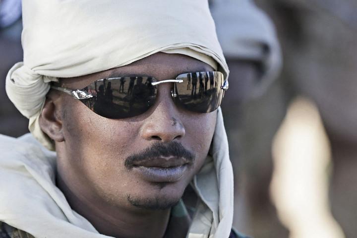 A lázadók által megölt csádi elnök után a fia vette át a hatalmat az országban