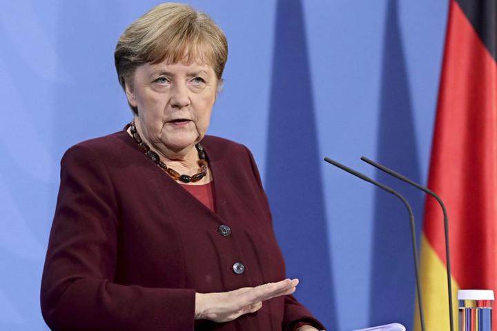 Merkel: Örök kötelesség, hogy a nácik áldozataira emlékezzünk