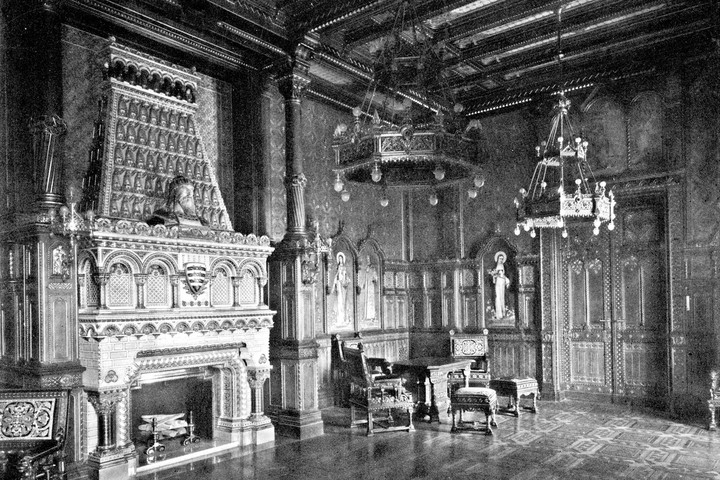 Rekonstruált enteriőr és Zsolnay kandalló