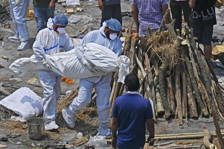 Nemzetközi segítség érkezik Indiába