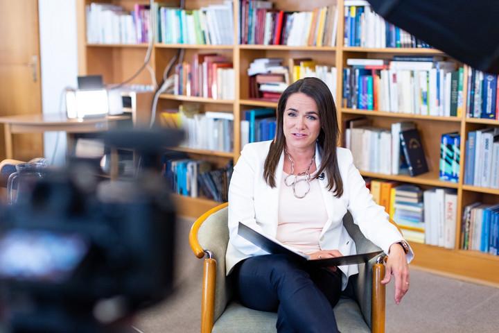 Novák Katalin: Számos intézkedéssel segíti a kormány a nők érvényesülését
