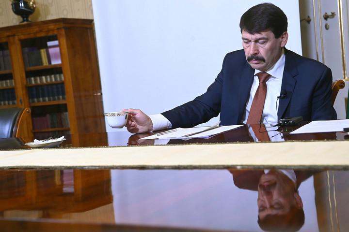 Áder János elrendelte a gyermekvédelmi törvény kihirdetését